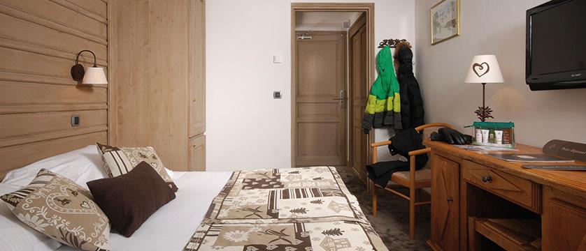 France_Meribel_Hotel-la-chaudanne_Bedroom-superior3.jpg